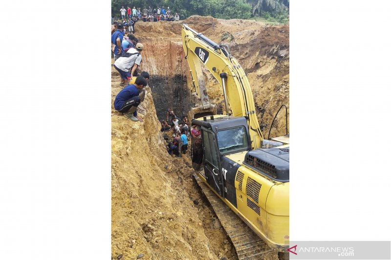 South Sumatra: 11 coal miners buried in wall collapse