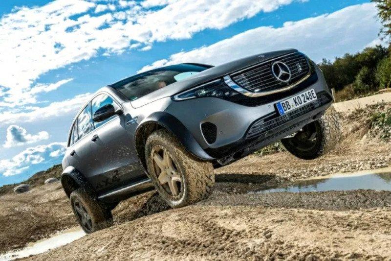 """Mobil listrik """"off-road"""" EQC Mercedes-Benz"""