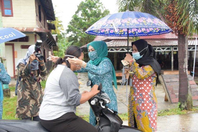 Beraktifitas di luar rumah, masyarkat harus disiplin menggunakan masker