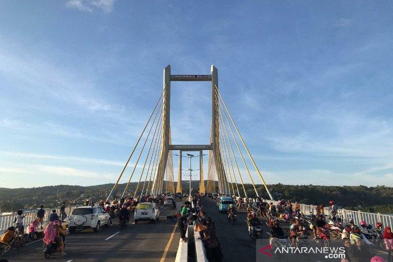 Warga diizinkan untuk rekreasi di Jembatan Teluk Kendari sampai 30 Oktober