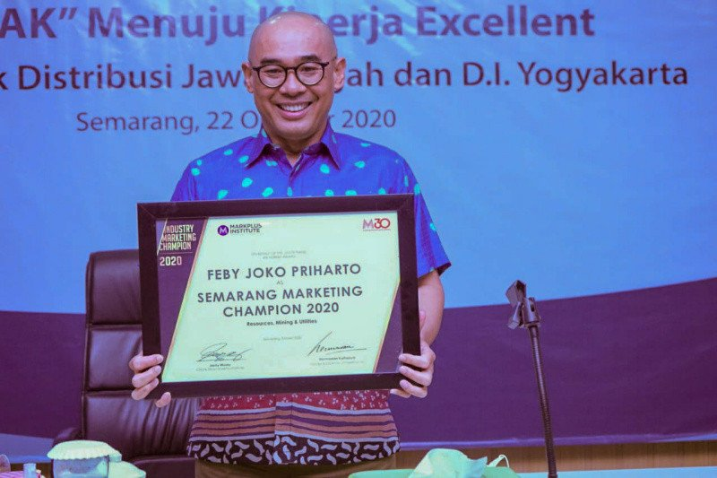 GM PLN Jateng -DIY raih penghargaan Best Industry Marketing