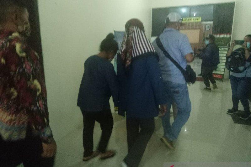 Polda Papua limpahkan berkas tersangka kasus video mesum ke Kejari Timika