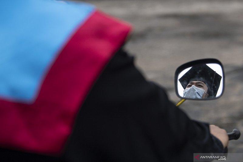 Polsri Laksanakan Wisuda Secara Drive Thru