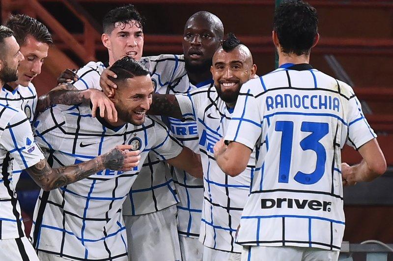 Inter menang dua gol tanpa balas di markas Genoa