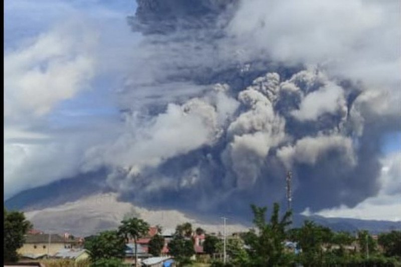 Volcanic ash from Mt Sinabung affects N Sumatra