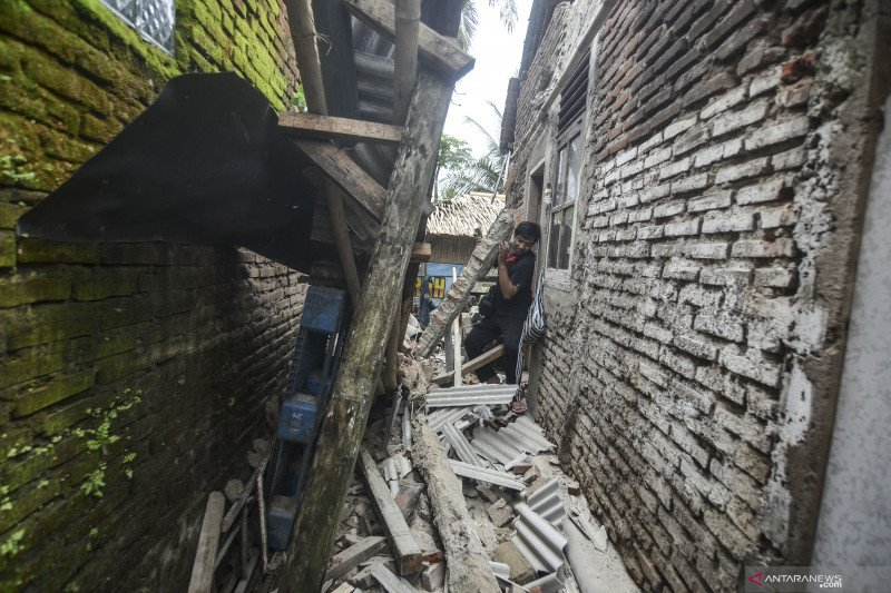 Quake damages 65 homes in West Java