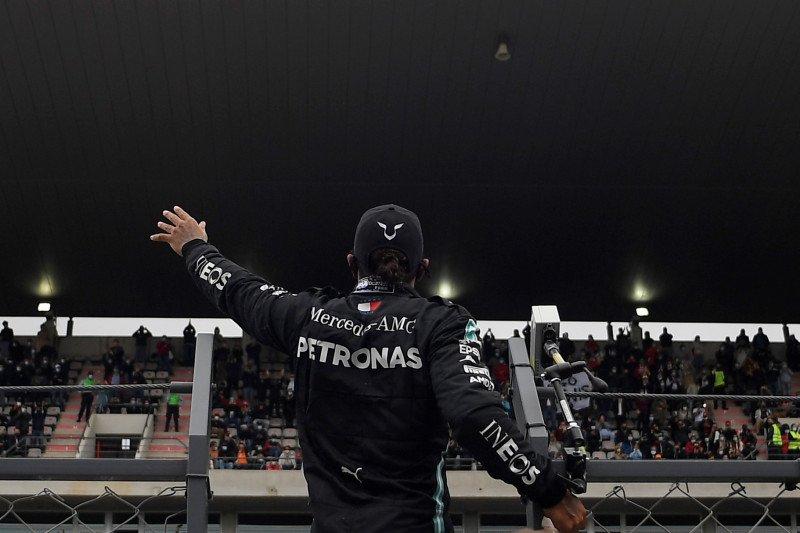 Hamilton melampaui rekor Schumacher dengan kemenangan ke-92 di Formula 1