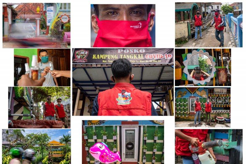 """Foto Cerita : Saat """"Ayam Jago"""" Menjaga Kampung dari Corona"""