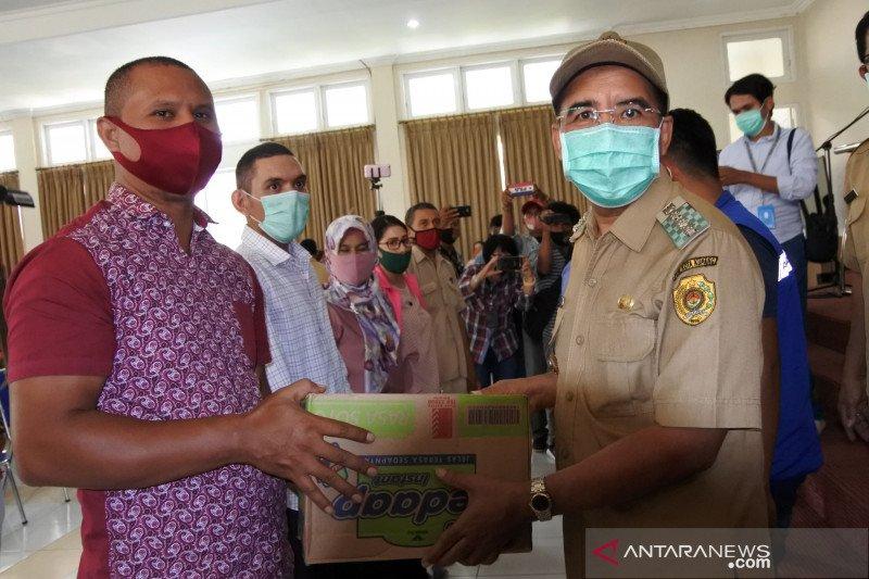 Ratusan guru SMA/SMK di Kota Kupang dapat bantuan sembako
