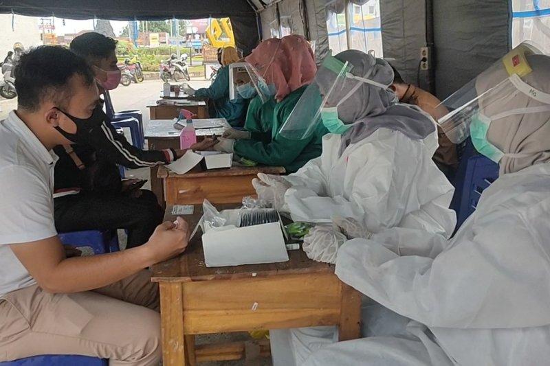 Satgas COVID-19 dapati 16 orang reaktif saat hendak masuk Bandarlampung