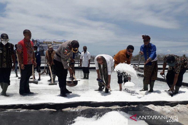 Ribuan ton garam di Sabu Raijua  belum terjual