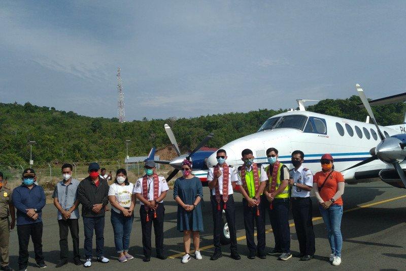 Pesawat mendarat perdana di Bandara Siau