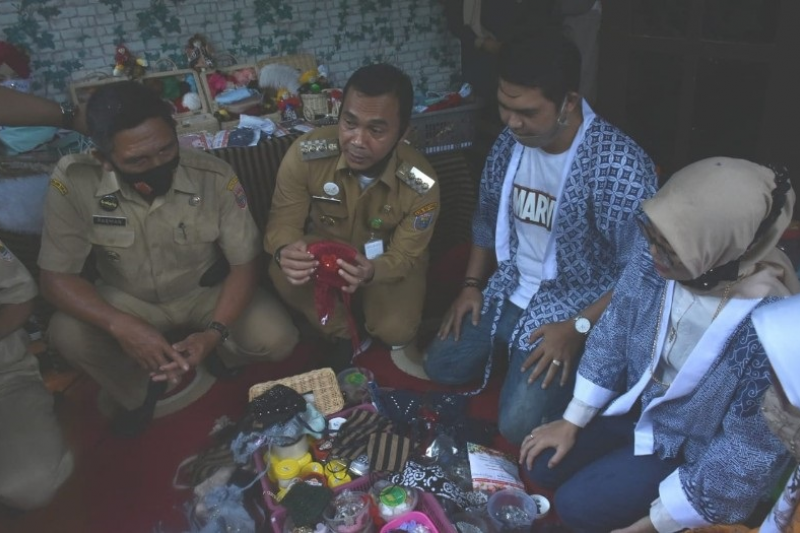 Kerajinan masker asal Batang tembus pasar di Malaysia