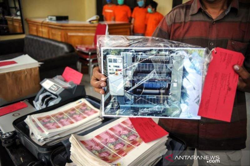 Rilis JUang Palsu di Bandung