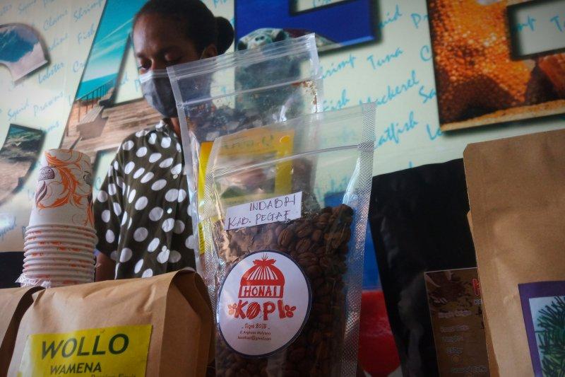 Gubernur Mandacan optimistis investasi hijau bangkitkan ekonomi Papua Barat