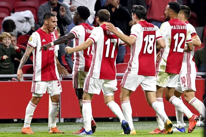 Ajax kembali ambil alih puncak usai menggasak Heracles Almelo