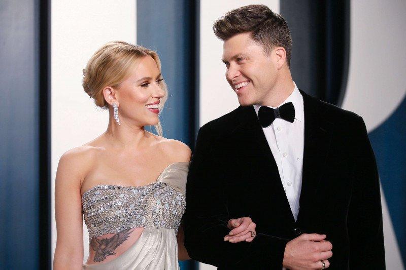 Pernikahan sederhana Scarlett Johansson dengan komedian  Colin Jost