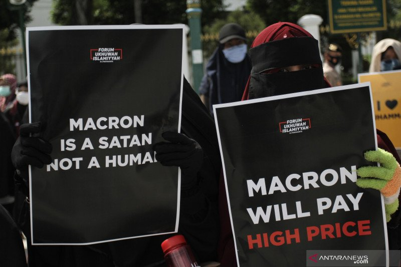 Puluhan ribu Muslim Pakistan, Bangladesh dan Palestina protes pernyataan presiden Prancis