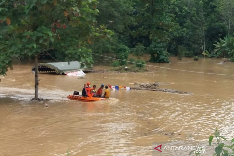 River overflows, seven villages in Balangan inundated