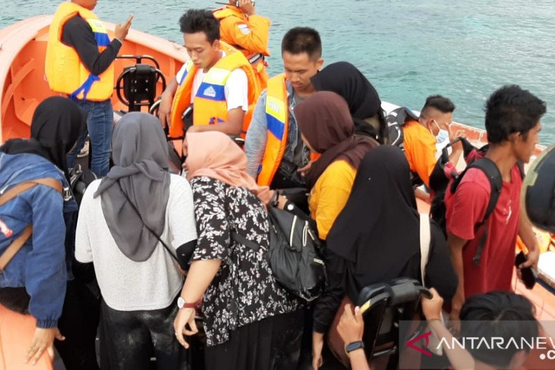 SAR selamatkan wisatawan di perairan Batu Bolong