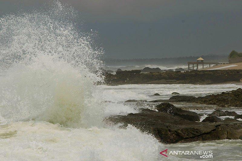 Berikut sejumlah perairan Indonesia yang berpotensi terjadi gelombang tinggi