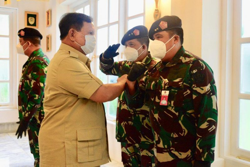 Menhan Prabowo terima laporan kenaikan pangkat 10 perwira tinggi TNI