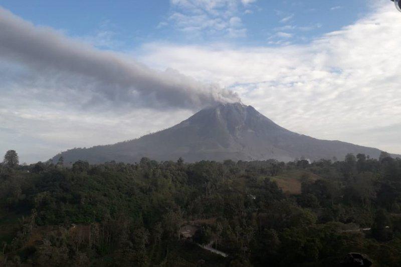 Gunung Sinabung Karo kembali luncurkan awan  panas 2.500 meter
