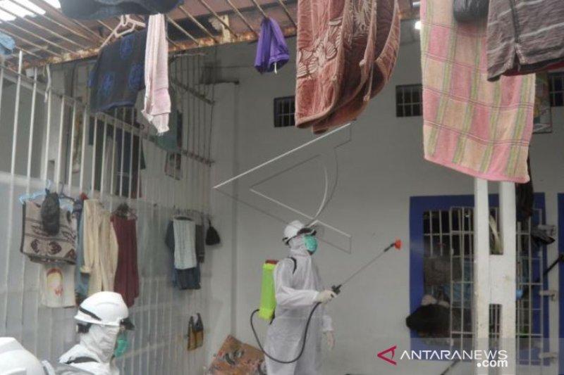 Penyemprotan Disinfektan Lapas Padang