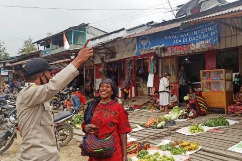 Satuan Samapta Polres Tolikara imbau warga jaga kamtibmas dan patuhi prokes