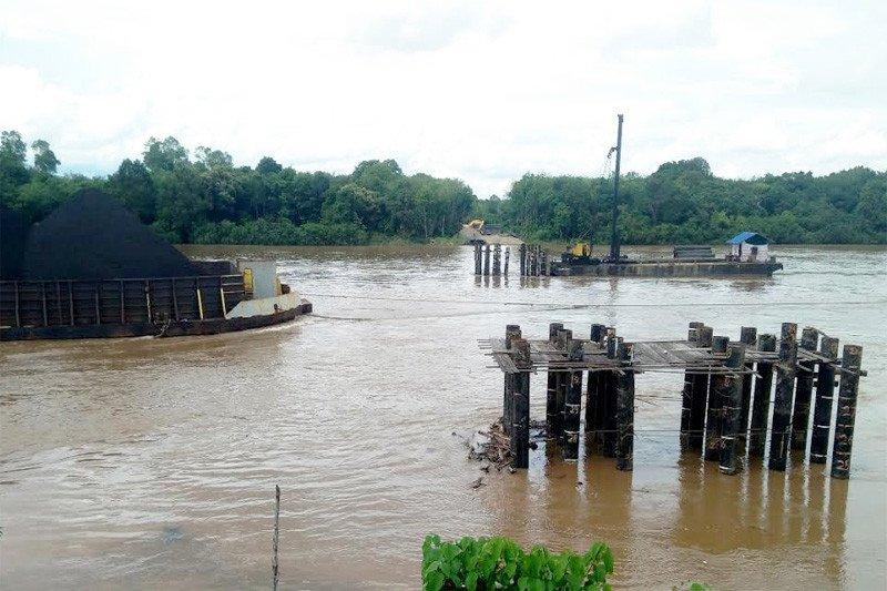21 tiang Jembatan Tumpung Laung-Sikan digeser