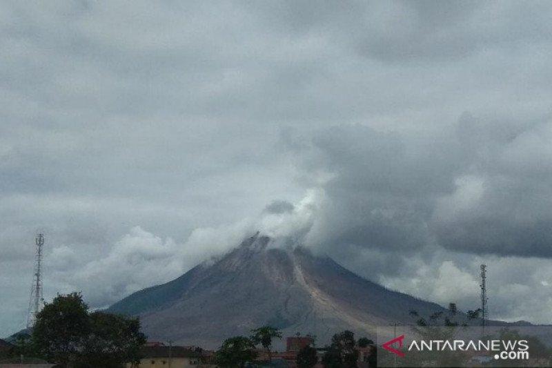 PVMBG: Gunung Sinabung kembali luncurkan awan panas, warga diimbau menjauh