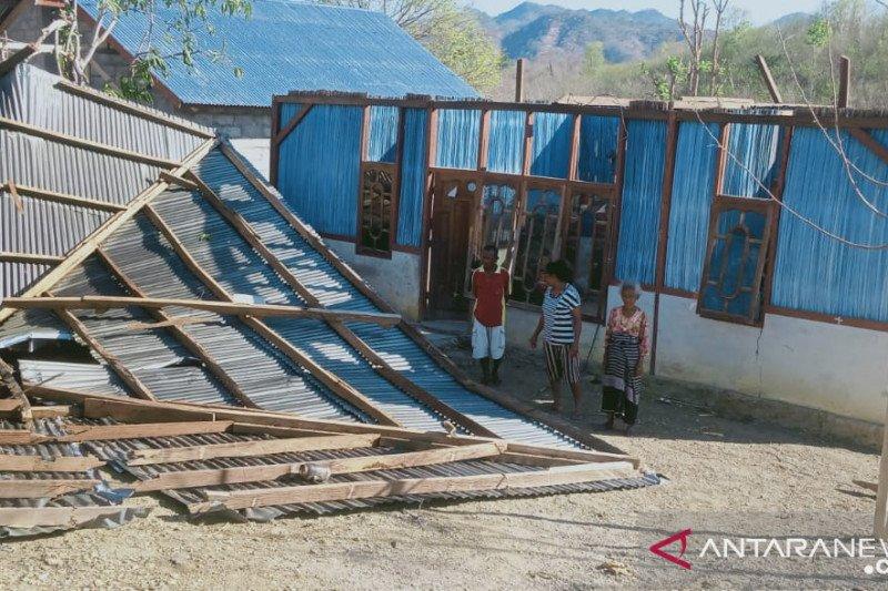 Lima rumah warga TTU rusak diterjang angin kencang
