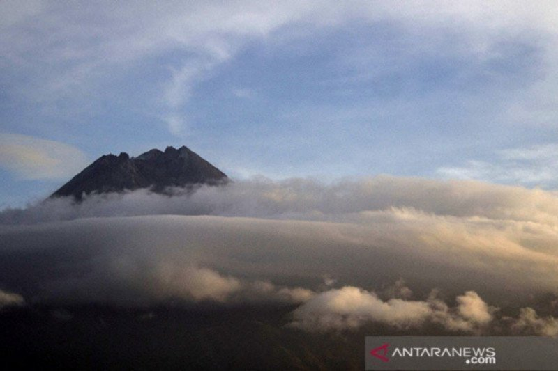 BPPTKG memperkirakan volume magma Gunung Merapi melebihi 2006