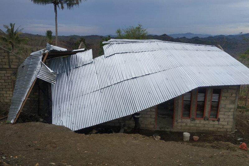 BPBD TTU tangani dampak angin puting beliung rusak rumah warga