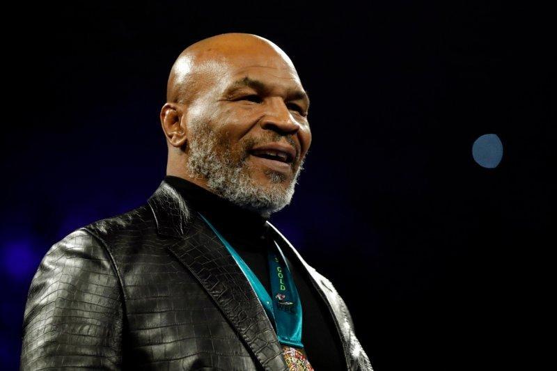 Mike Tyson tak akan berhenti tinju setelah duel dengan Roy Jones Jr