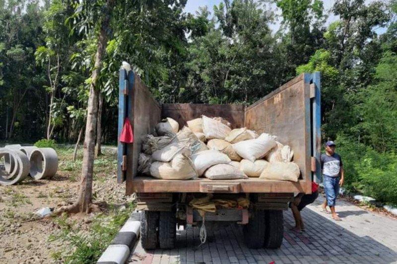 Petugas gabungan di Minahasa Tenggara amankan ratusan penambang liar