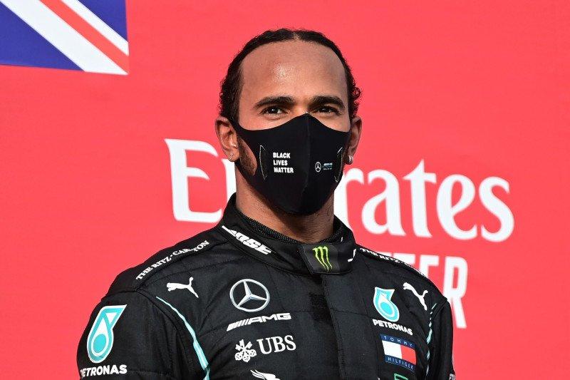 Juara F1 Lewis Hamilton positif terjangkit COVID-19