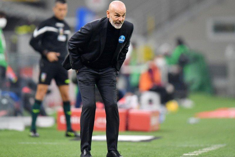 AC Milan membatalkan sesi latihan setelah Stefano Pioli positif COVID-19