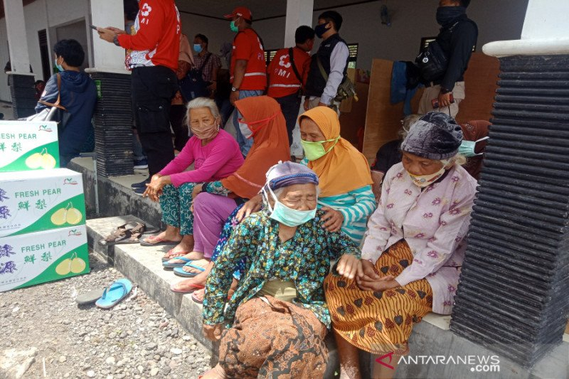 BPBD Sleman meminta kelompok relawan di pengungsian Merapi melapor