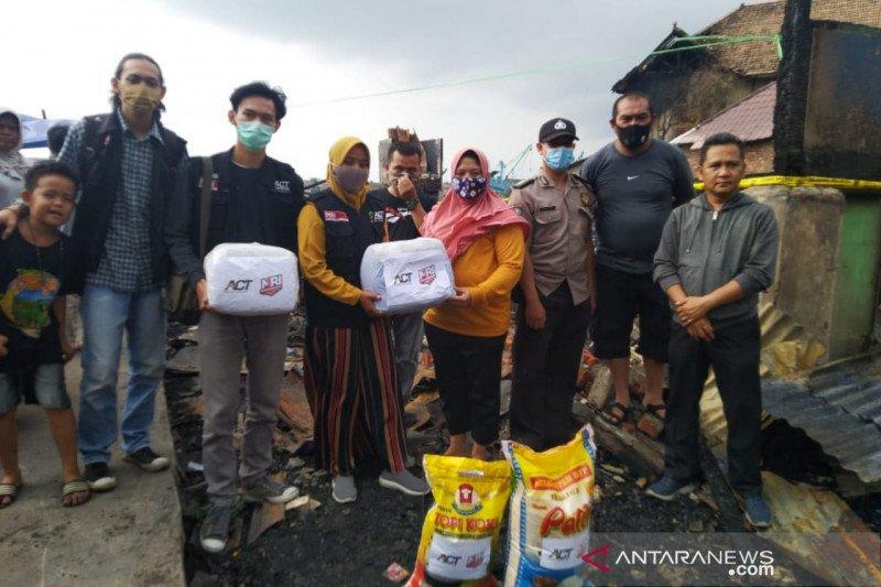 ACT Sumsel-MRI salurkan bantuan untuk korban kebakaran  di Palembang
