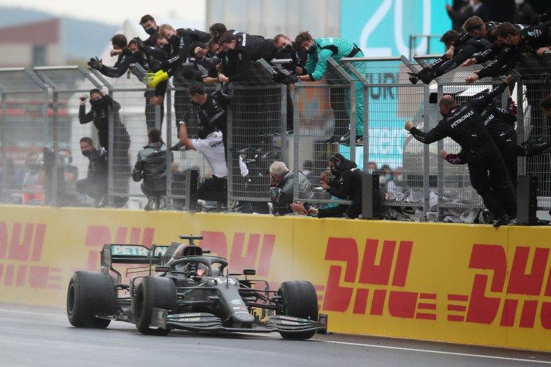 Hamilton raih titel ketujuhnya di F1 dengan kemenangan di GP Turki