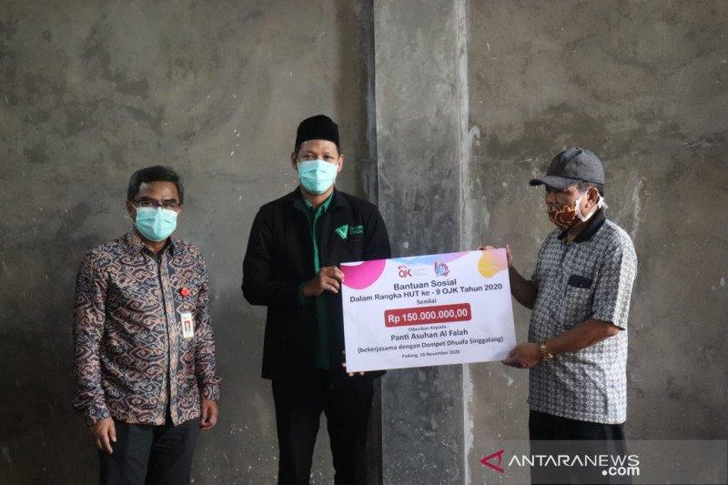OJK Sumbar bersama DD Singgalang serahkan bantuan Rp150 juta ke Panti Asuhan Al Falah