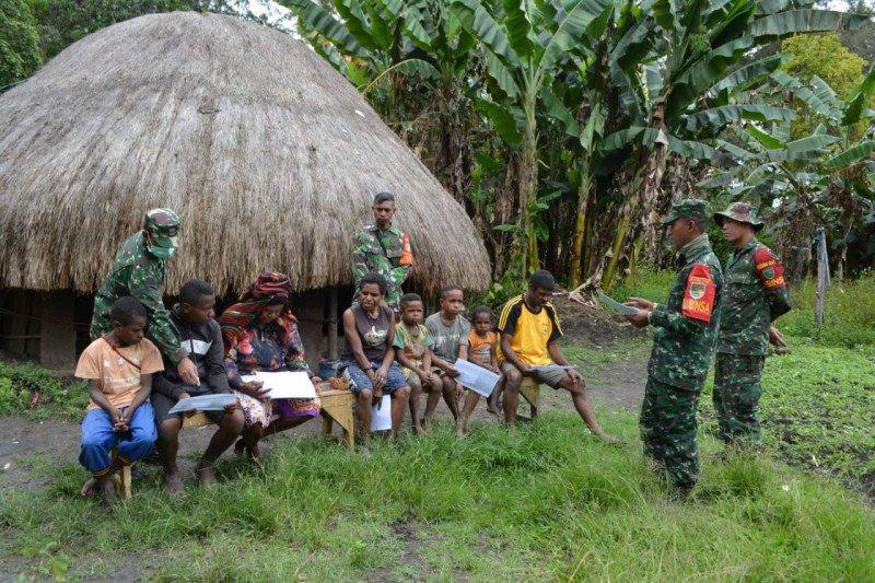 Babinsa edukasi warga Wamena cegah COVID-19
