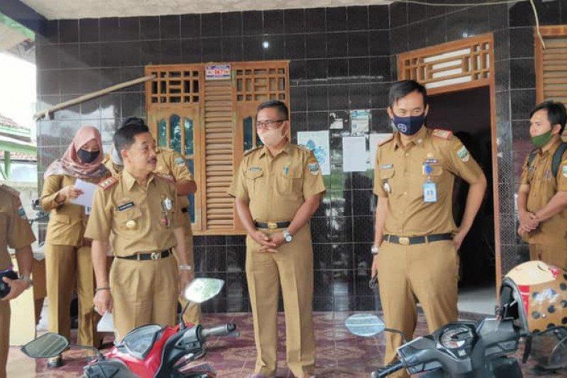 Pj Bupati Pesisir Barat sidak kantor OPD pastikan kedisipilnan ASN dan pelayanan