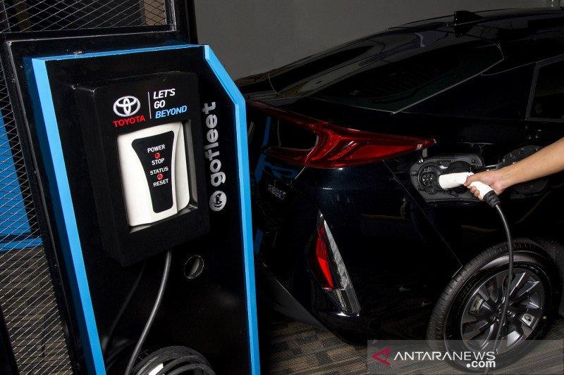 Toyota mulai pasarkan mobil listrik baterai di Indonesia