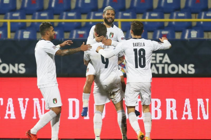 Italia ke empat besar setelah bungkam Bosnia 2-0, Belanda juga menang