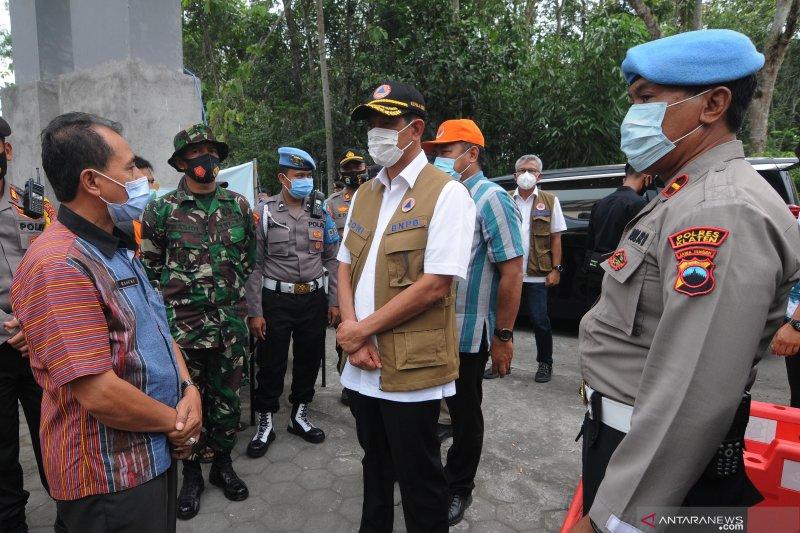 BNPB menyiagakan helikopter untuk penanganan erupsi Gunung Merapi