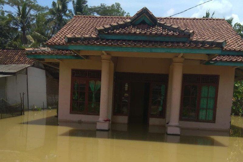 Banjir meluas di Cilacap, jumlah pengungsi mencapai 3.811 jiwa