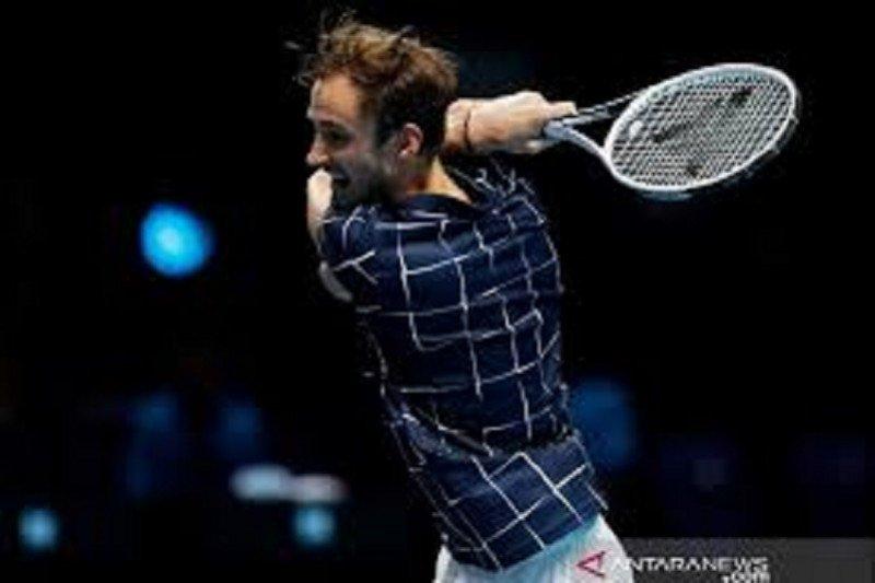 Daniil Medvedev ke semifinal setelah membuat Djokovic frustasi