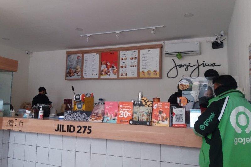 Kopi literan, strategi kedai kopi bertahan di tengah pandemi COVID-19
